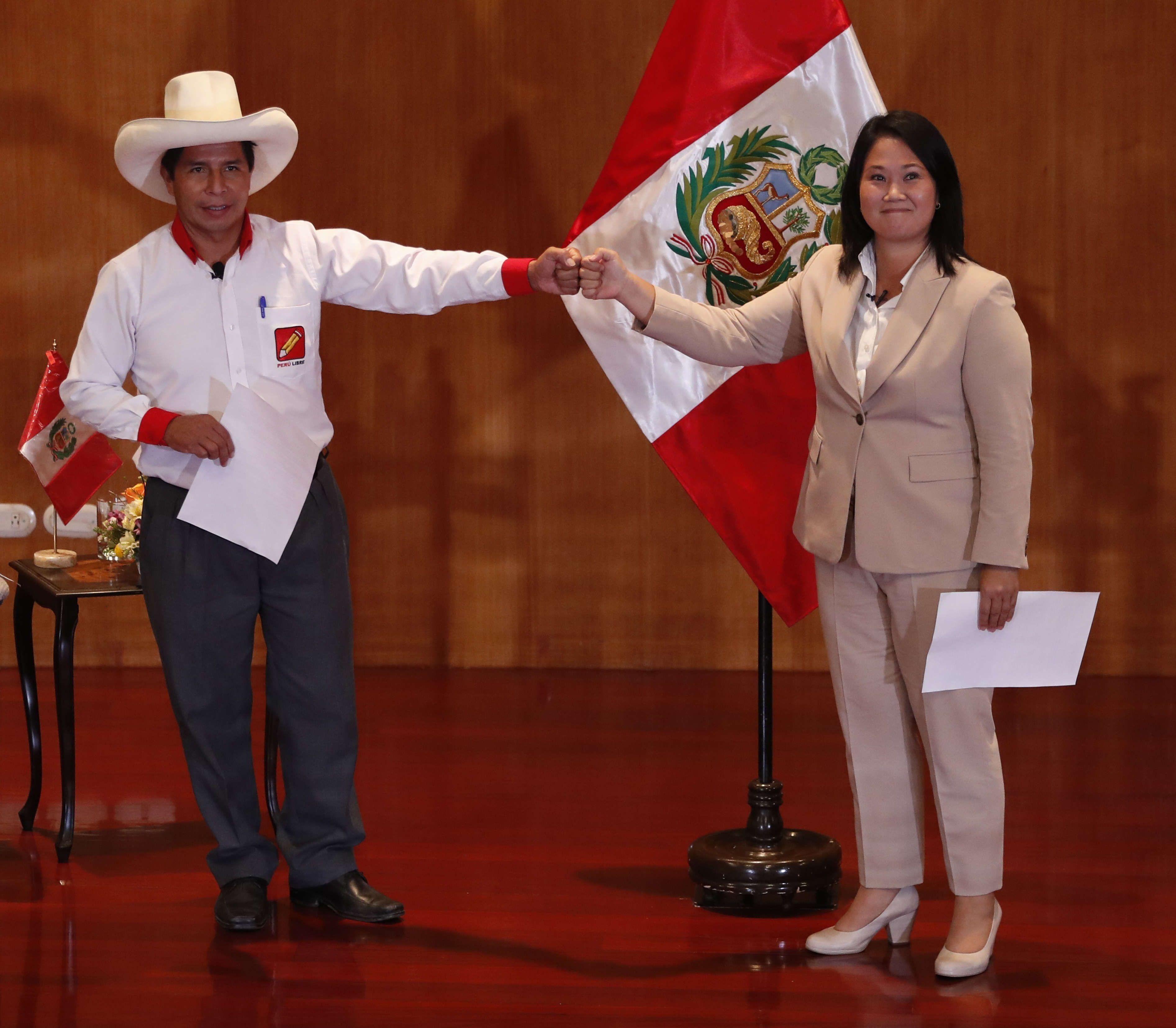 "Castillo y Fujimori firmaron la ""Proclama Ciudadana, juramento por la democracia"" (EFE)"