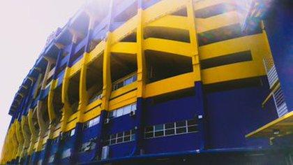 Así se trabaja en la Bombonera, tras acuerdo alcanzado del club con una empresa de pintura a costo cero (Twitter: @dievelasquez_)
