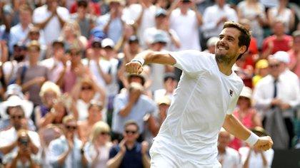 Guido Pella, el tenista argentino, tiene solamente el detalle de color de la marca Fila, su auspiciante (REUTERS/Toby Melville)