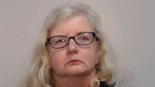 La ficha policial Barbara Coombes que fue condenada por matar a su padre (Policía de Manchester)