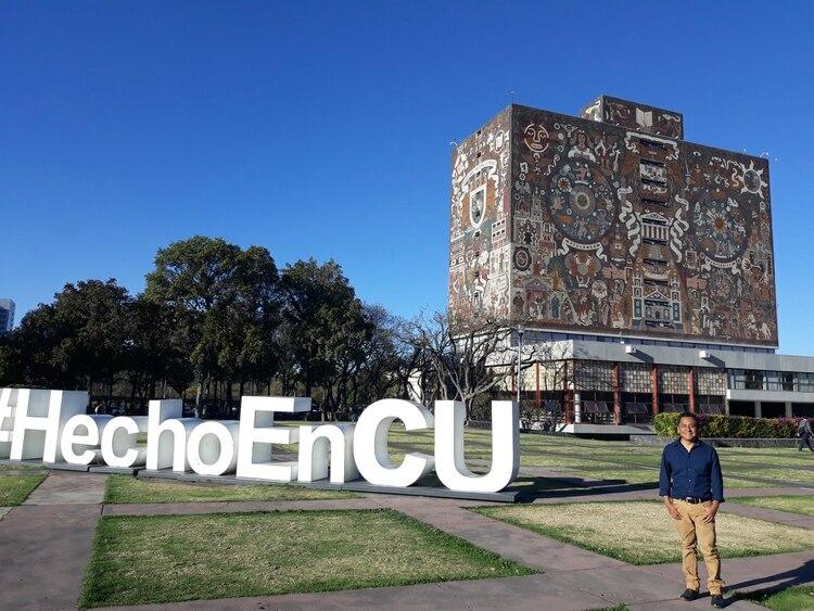 El doctor López quiere seguir estudiando y difundiendo la cultura del pueblo mixteco (Foto Cynthia Talavera / Infobae)