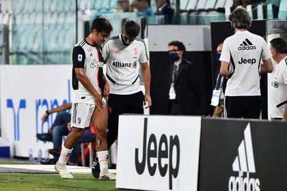 Dybala se lesionó este domingo, en la consagración de la Juventus en la Serie A (Reuters)