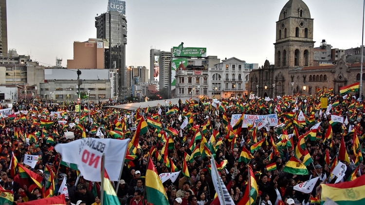 La manifestación fue multitudinaria en La Paz, bastión de Evo Morales (AFP)