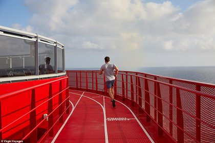 El crucero tiene una pista para correr.