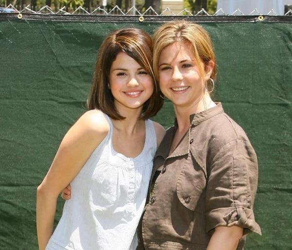 Selena Gómez y Mandy Teefey (Foto Getty)
