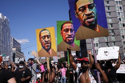 Ciudadanos durante una protesta por la muerte de George Floyd a manos de policías en Minneapolis en Brooklyn, New York, Junio 13, 2020 Foto: (REUTERS/Caitlin Ochs)