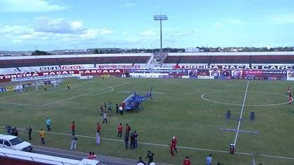 El helicóptero permaneció durante varios minutos en el campo de juego