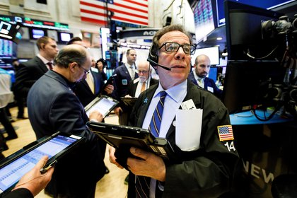 Los índices de Wall Street retrocedieron levemente desde sus máximos históricos.  (EFE)