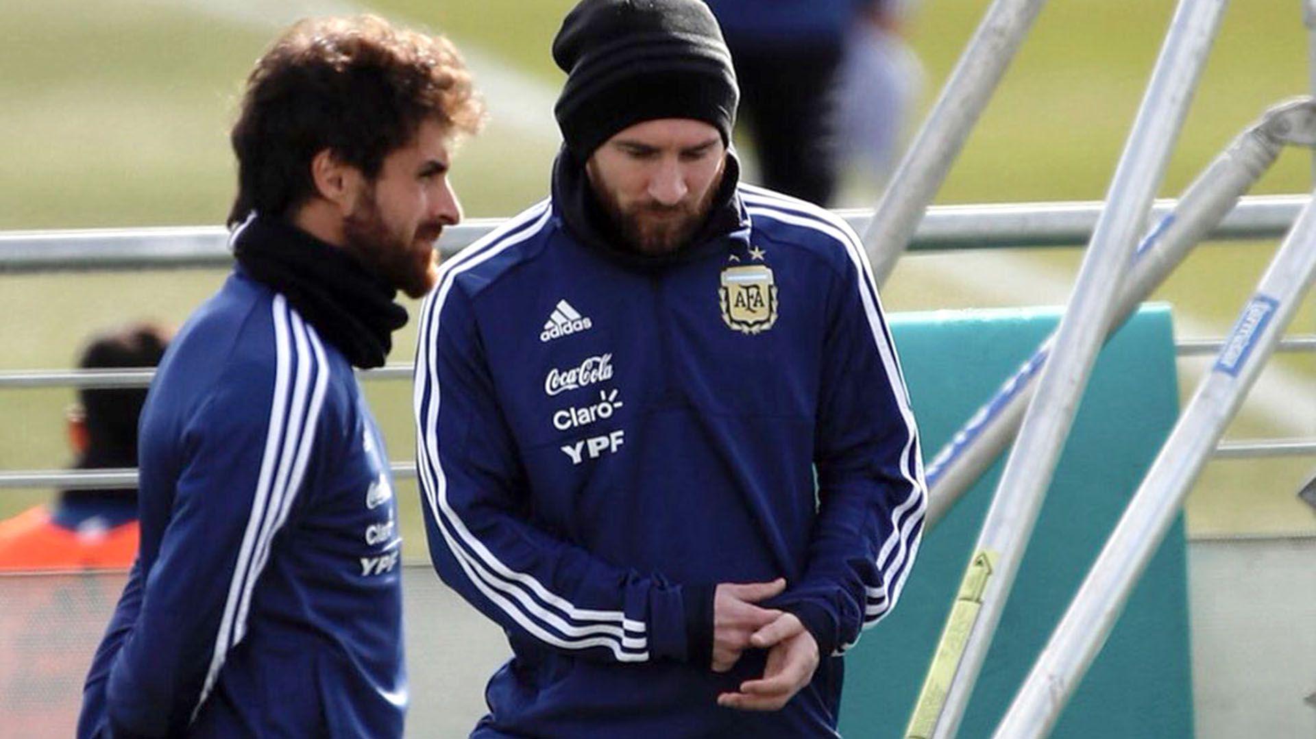 Pablo Aimar junto a Lionel Messi en un entrenamiento de la selección Argentina