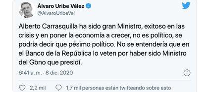 Tweet de Álvaro Uribe defendiendo al Ministro de Hacienda, Alberto Carrasquilla / (Twitter: @AlvaroUribeVel).