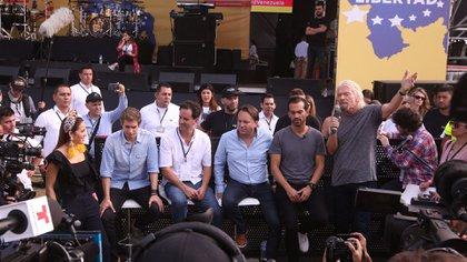 El magnate y organizador del evento Richard Branson (3d) habla ante los medios previo al concierto Venezuela Aid Live este viernes, en Cúcuta (Colombia). EFE/ Mauricio Dueñas Castañeda