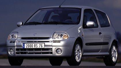 Ce modèle avait une version totalement radicale avec un moteur V6 24 soupapes (Renault)