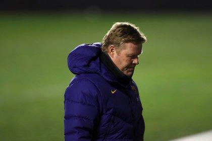 El entrenador del FC Barcelona, Ronald Koeman (c). EFE/Kiko Huesca/Archivo