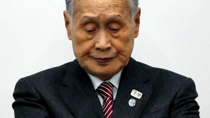 Yoshiro Mori, presidente del Comité Organizador de los Juegos Olímpicos de Tokio 2020, durante una conferencia de prensa en Tokio, Japón, el 23 de marzo de 2020. REUTERS/Issei Kato