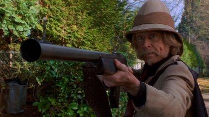 Jonathan Hyde interpretara a dos personajes: el padre de Alan y el temible cazador Van Pelt