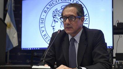 Miguel Pesce, presidente del Banco Central, subió las tasas de corto plazo 12 puntos en lo que va de octubre