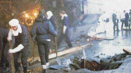 La explosión dentro del destructor en la que murieron 13 tripulantes y otros 22 resultaron heridos