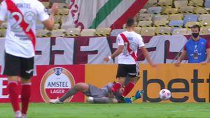 Las polémicas en Fluminense-River: dónde estaba la pelota al momento del penal a Borré y la clara infracción de Angileri que el árbitro no vio