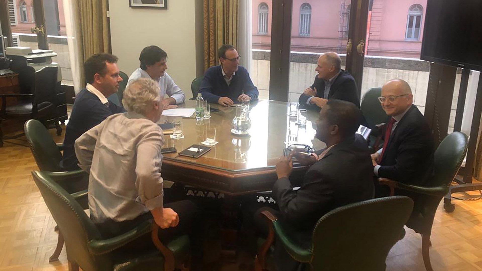 Otra de las fotos de la reunión de hoy en Hacienda