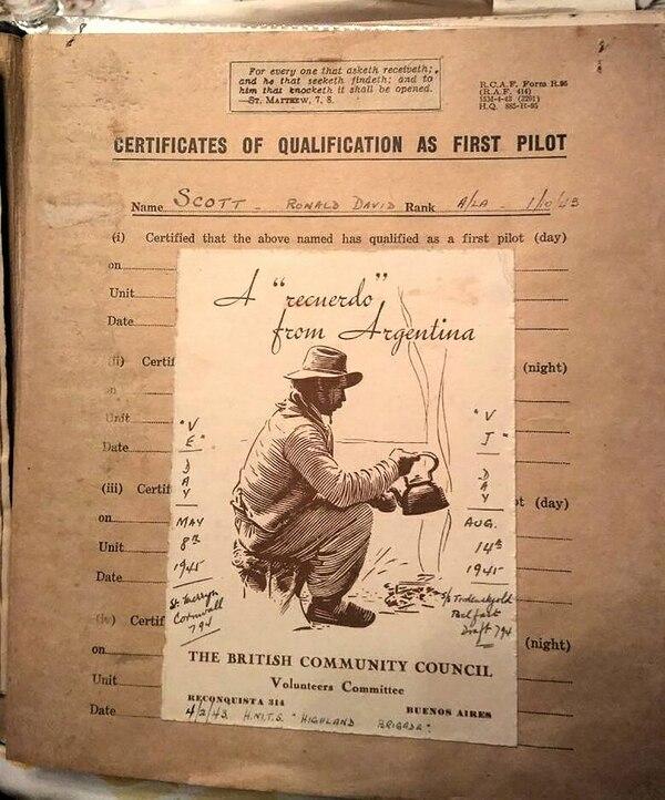 Un recuerdo de la Guerra, con la anotación de la capitulación alemana (Gentileza Asociación Argentina de Recreadores de Segunda Guerra Mundial)