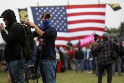 """Partidarios del grupo de derecha """"Proud Boys"""" asisten a un mitin en Portland, Oregon, el 26 de septiembre de 2020 (REUTERS / Leah Millis / Foto de archivo)"""