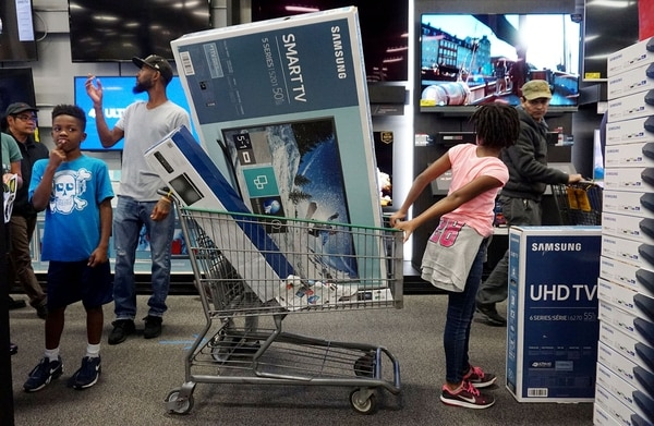 Black Friday en Best Buy en San Diego, California , (Archivo). / AFP / Sandy Huffaker