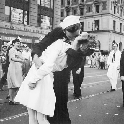 La foto de Victor Jorgensen se encuentra en el National Archives and Records Administration