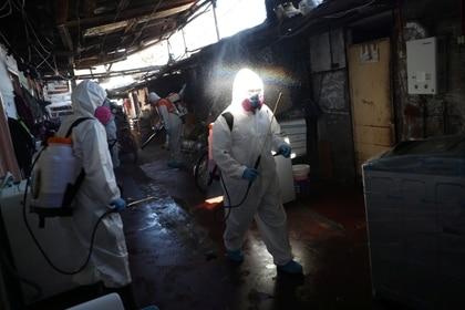 La propagación del coronavirus está en pleno auge en Chile (REUTERS/Ivan Alvarado)