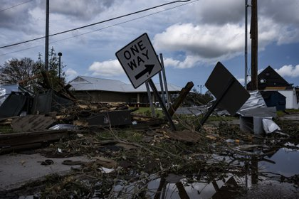"""29/08/2020 Imagen de archivo del estado de Luisiana después del paso de un huracán este verano..  Al menos dos personas han muerto después de que el huracán 'Zeta' haya tocado tierra en el sureño estado de Luisiana, en Estados Unidos, mientras que ha dejado a cientos de miles de personas sin luz en su paso por Misisipi y se dirige hacia el vecino estado de Alabama con """"peligrosas mareas de tempestad, fuertes vientos y lluvias"""".  POLITICA  GO NAKAMURA / ZUMA PRESS / CONTACTOPHOTO"""