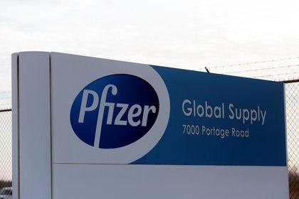 Finalmente Estados Unidos aprobó el uso de emergencia de la vacuna de Pfizer/BioNtech REUTERS/Rebecca Cook