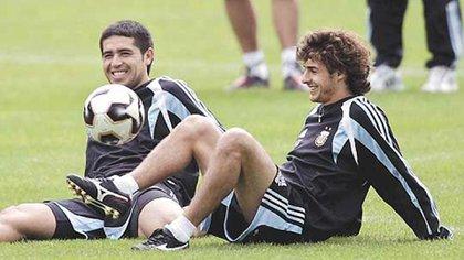 Riquelme y Aimar coincidieron en algunas convocatorias con la Selección mayor (AFP)