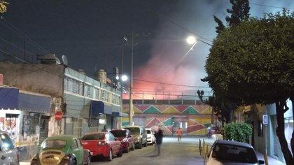 Incendio en el mercado morelos (Foto: Twitter@felipvillagrana)