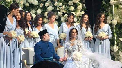 La boda de Oksana Voevodina y el ex rey de Malasia Mohamed V, sultán de Kelantan