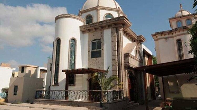 El mausoleo que el narcotraficante mandó construir para su familia en el cementerio Jardines del Humaya, en Culiacán (Foto: Especial)