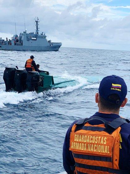 El vehículo fue perseguido por varios minutos en el Pacífico nariñense (Foto: Cortesía Armada Nacional)
