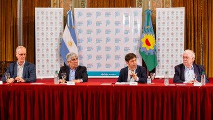 El gobernador Axel Kicillof y el líder de Camioneros Hugo Moyano