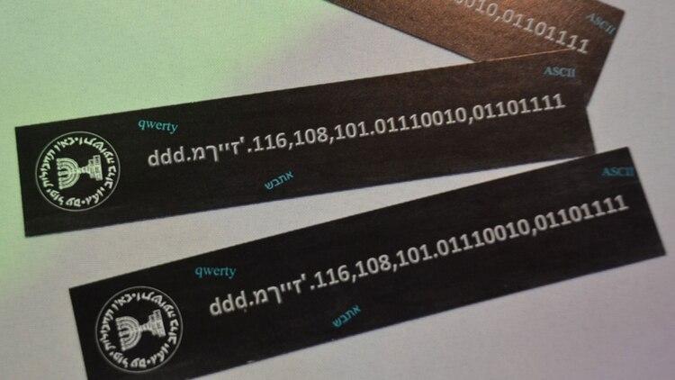 Señalador con acertijo del stand del Mossad en la convencion Cybertech de este año
