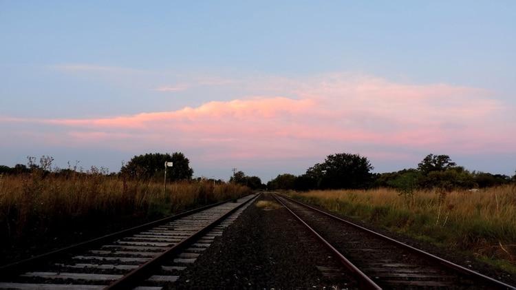 La estación de trenes de Dennehy, en la mira de los vecinos. Muchos veían circular por allí a personas sospechosas que no eran del pueblo haciendo