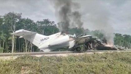 Los aviones deben ser aterrizados en carreteras, lo que pone en peligro a los pilotos reclutados por el narco en México. (FOTO: Reuters)