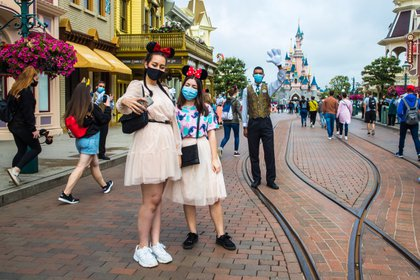 Pandemia afecta a Disney y despedirá a 32 mil empleados