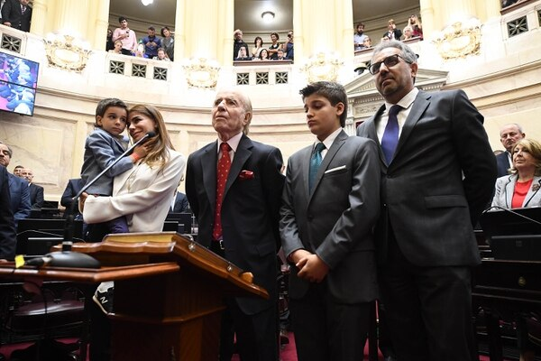 Zulemita Menem acompañó a su padre a su última jura como senador