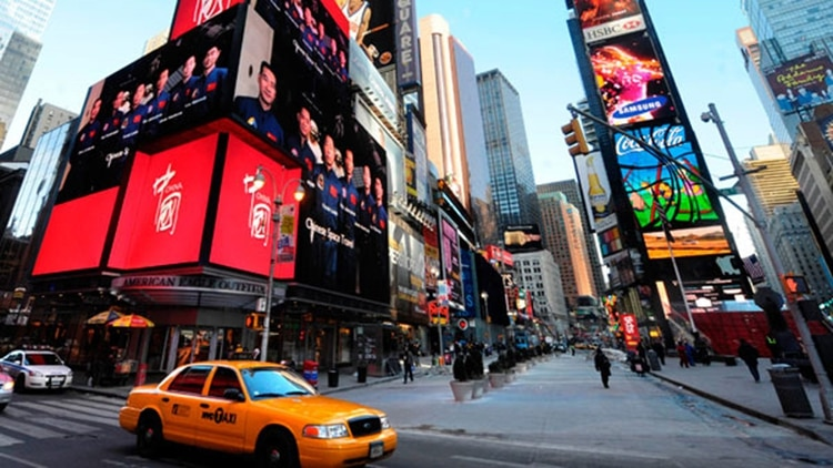 Los exclusivos locales de Times Square fueron recorridos varias veces por la ex primera dama de Venezuela