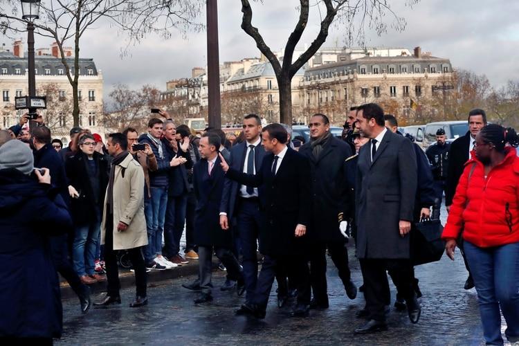 Macron visitó el lugar poco después de llegar desde Argentina (Reuters)