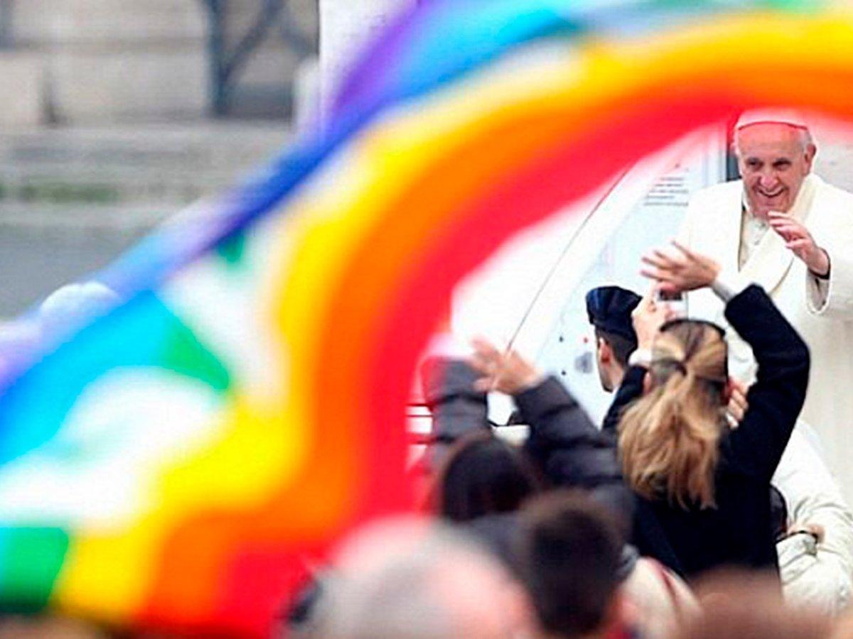 El saludo del papa Francisco que se convirtió en un hito para la comunidad  LGBT - Infobae