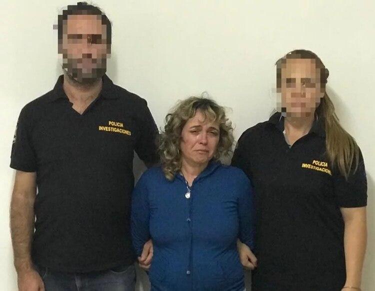 Verónica González lloró al momento de ser detenida por las incongruencias de su relato sobre el ataque a su marido