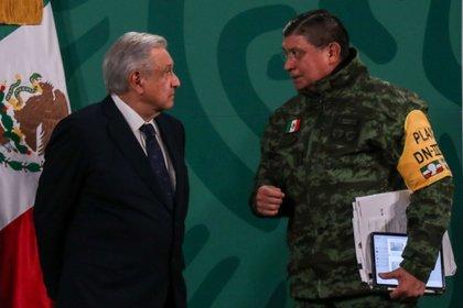 La periodista descartó que los militares se hayan impuesto al presidente y que este tiene plena conciencia de sus decisiones (FOTO: GALO CAÑAS/CUARTOSCURO.COM)
