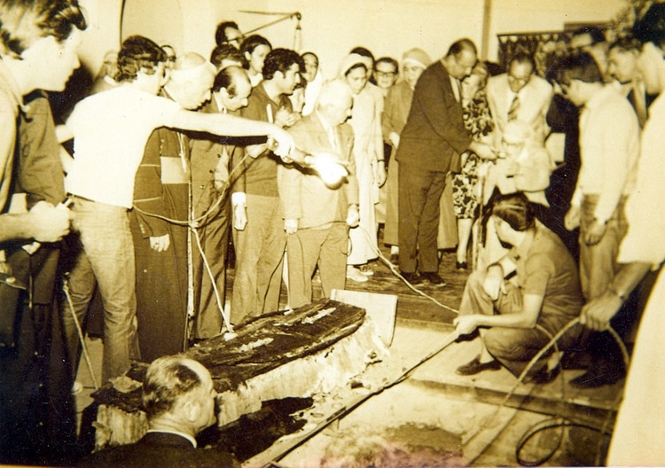 La exhumación del Cura Brochero en 1973.