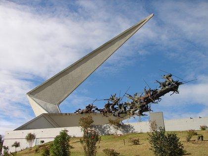 Boyacá inicia estrictas restricciones para contener contagio de Covid-19 Monumento a los lanceros, Boyacá. / Wikimedia Commons.
