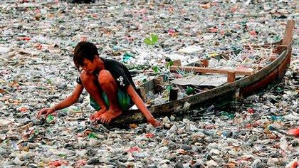 Navegando un mar de basura en India