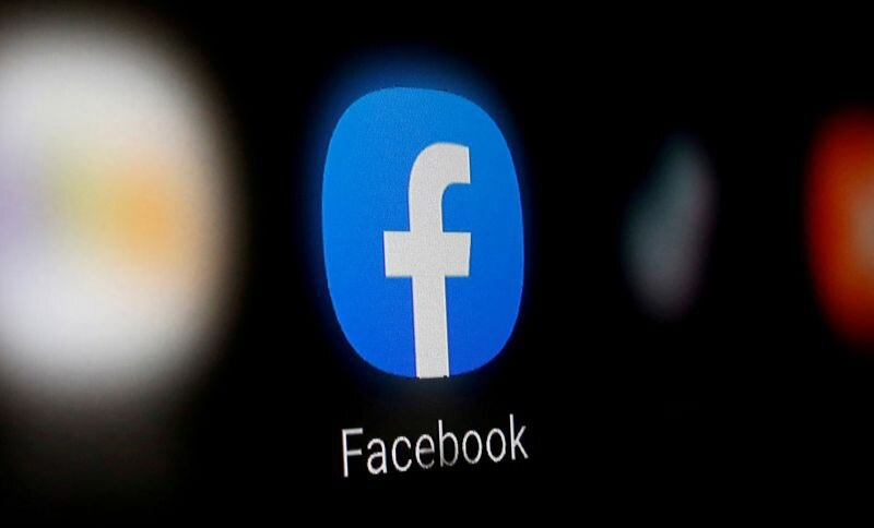 Imagen de archivo ilustrativa de un logo de Facebook en un teléfono inteligente tomada el 6 de enero, 2020. REUTERS/Dado Ruvic/Ilustración
